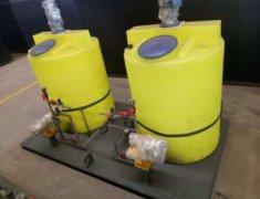 「江西塑料加药箱批发」PE搅拌桶的特点和工艺 一体化加药箱有什么优势