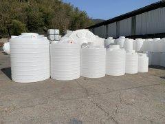 「龙海2吨pe水塔」20只甲醇存储塑料水箱