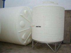 1吨pe水箱塑料水塔都是用什么材质做的 和PP材料的塑料水箱有什么区别